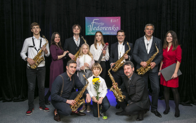 уроки саксофона киев, школа саксофона скайп, дистанционное обучение skype, школа саксофона, обучение музыки в скайпе